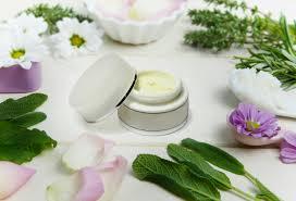 Comment se lancer dans la préparation de ses cosmétiques maison ?