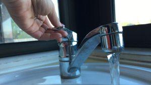 Comment réparer un robinet qui fuit en 5 étapes faciles ?