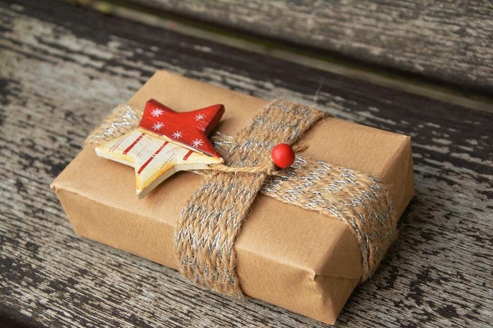 Les meilleurs cadeaux insolites pour une pendaison de crémaillère